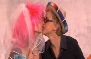 VIDEO : Quand Heidi Klum vole un baiser à... Ellen DeGeneres ! Oh la coquine, regardez !