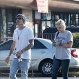 Exclusif - Paris Jackson et son compagnon Michael Snoddy sortent de chez le tatoueur Timeless à Los Angeles le 9 décembre 2016 © CPA / Bestimage