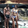 """Alessandra Ambrosio sur le yacht """"Just Smile"""" en bikini immaculé lors de ses vacances à Ibiza le 11 juillet 2017."""