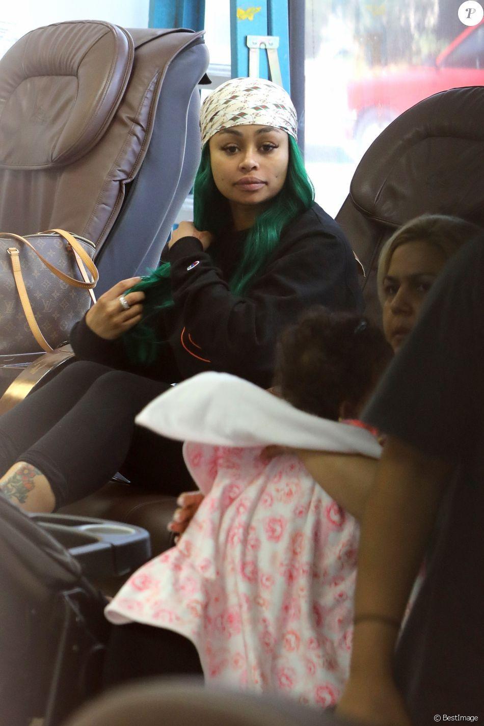 Blac chyna dans une salon de manucure avec sa fille dream for Salon de manucure