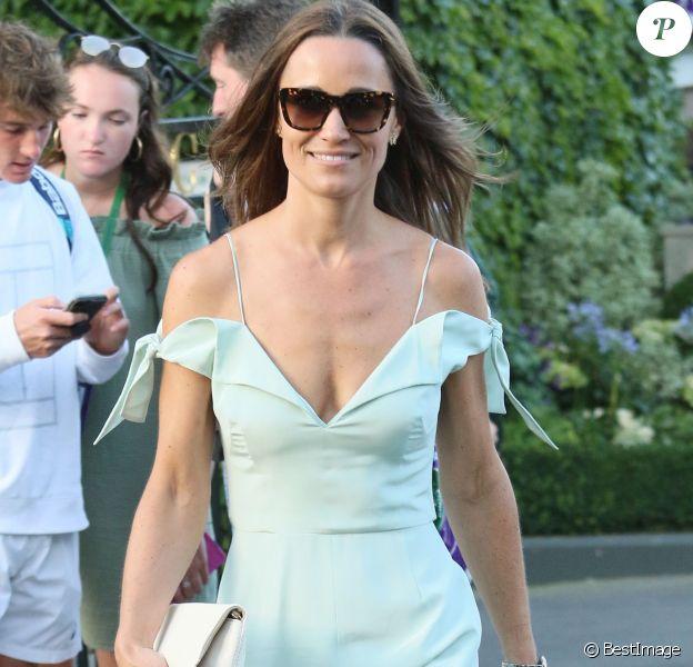 Pippa Middleton, vêtue d'une robe Tephi, au tournoi de Wimbledon à Londres, le 10 juillet 2017.