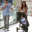 Exclusif - Jamie-Lynn Sigler, son fiancé Cutter Dykstra et leur fils Beau font du shopping au centre commercial Westfield Mall à Century City, le 2 février 2015.