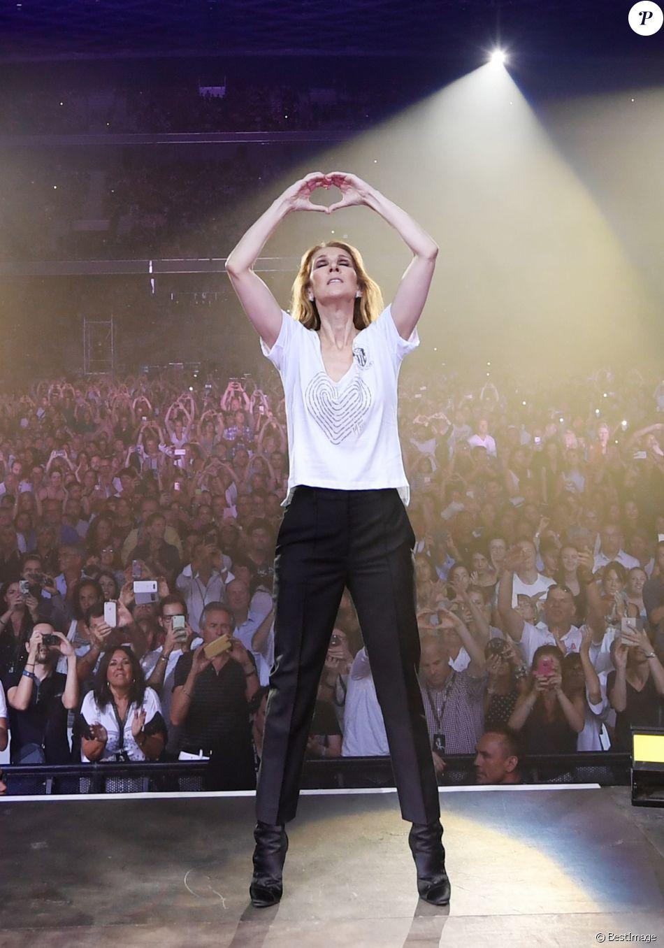 Céline Dion en concert au stade Allianz Riviera à Nice le 20 juillet 2017. Elle a rendu hommage aux victimes de l'attentat du 14 juillet 2016.