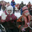 Mette-Marit et Haakon de Norvège ont entrepris un périple de deux jours dans le comté de Finnmark, région norvégienne arctique... Et le jeune Marius met la main à la pâte !
