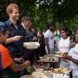 Le prince Harry a pris part à une séance d'activités avec les enfants du centre de loisirs Newham Council's à Central Park à Londres, le 28 juillet 2017.