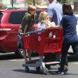 Siloh Jolie-Pitt fait des courses avec sa soeur Vivienne à Los Angeles le 29 Juillet 2017