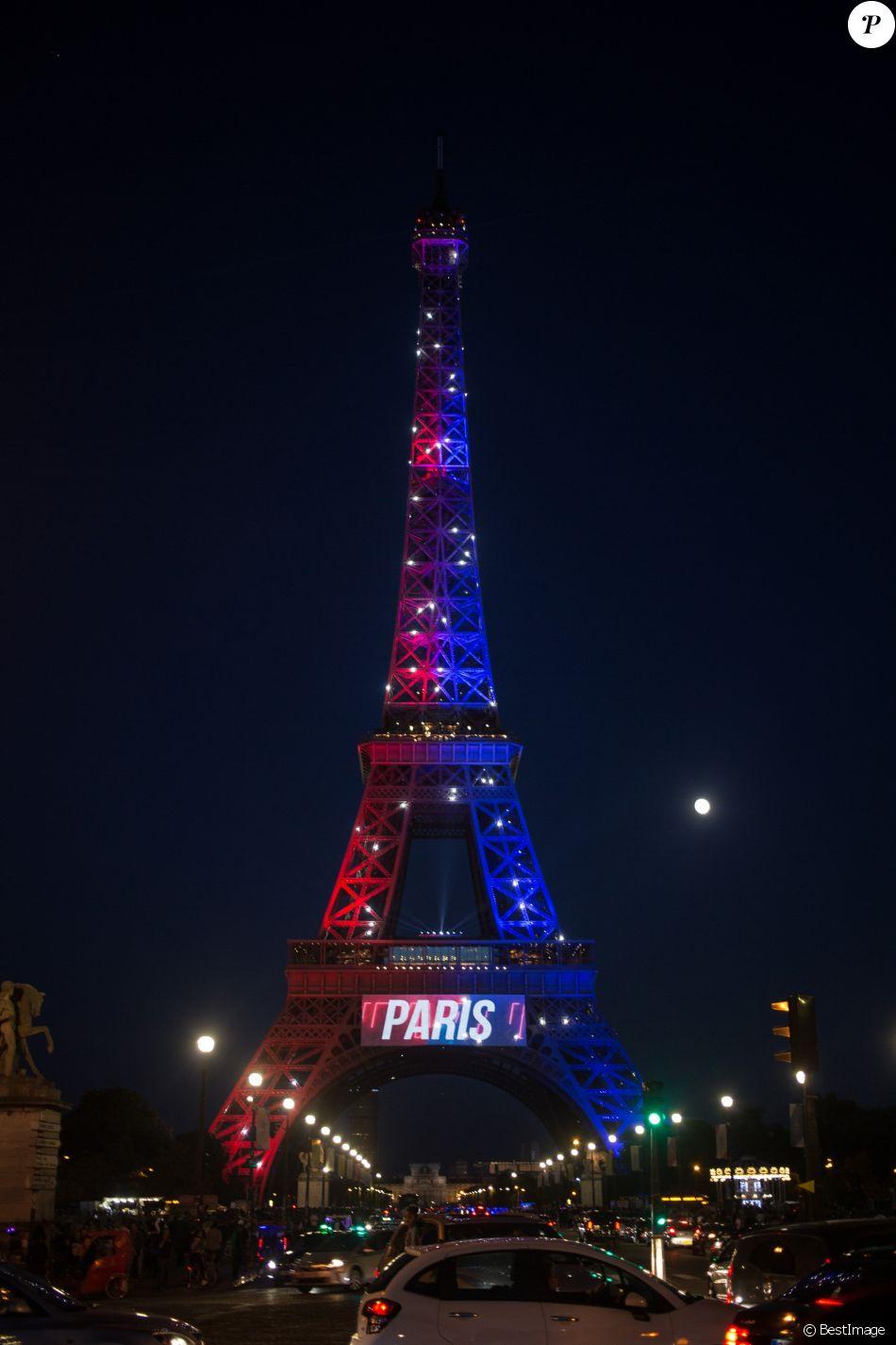 La tour eiffel clair e l 39 effigie du footballeur neymar - Tour eiffel image ...
