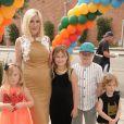 Tori Spelling enceinte avec ses enfants Liam, Stella, Hattie et Finn à la 27ème journée caritative Elizabeth Glaser Pediatric AIDs Foundation 'A Time For Heroes' à Culver City le 23 octobre 2016.