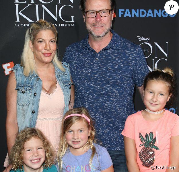 Tori Spelling et son mari Dean McDermott avec leurs enfants Finn Davey, Hattie Margaret et Stella Doreen (de gauche à droite) - People à la projection du film The Lion King (Sing-Along) à Los Angeles, le 5 août 2017.