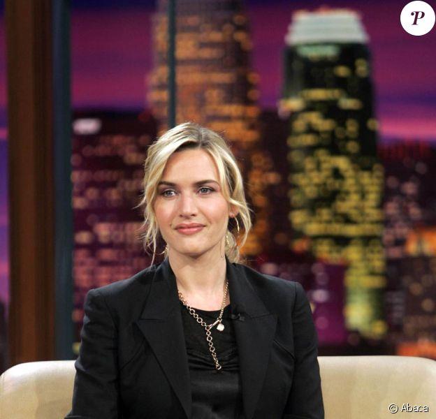 La comédienne fait une pose parfaite, sérieuse et glamour à la fois. Manifestement, le Tonight Show de Jay Leno accueille l'actrice la plus en vogue d'Hollywood en ce moment !