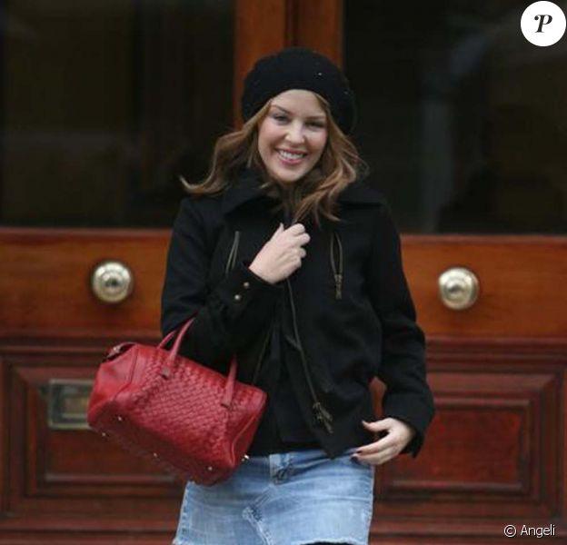 Kylie Minogue à la sortie de chez elle à Londres le 9 février 2009.