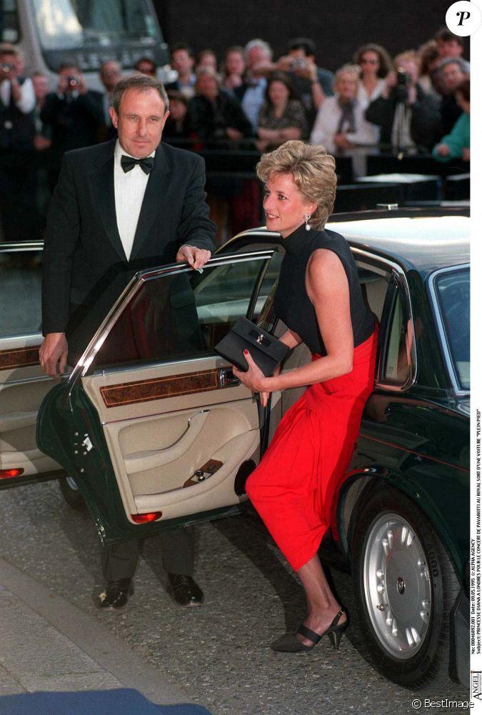 la princesse diana arrivant au royal albert hall londres en mai 1995. Black Bedroom Furniture Sets. Home Design Ideas