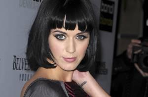 Katy Perry, reine mystérieuse du glamour et... du décolleté !