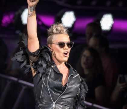 Pink rejoint la team de Taylor Swift et s'en prend à Katy Perry