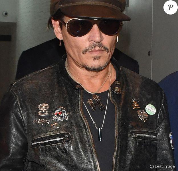 """Johnny Depp à la sortie d'une soirée privée au restaurant """"Ours"""" à Londres, le 27 juin 2017."""