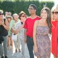 Brigitte Macron (Trogneux) rejoint son mari le président Emmanuel Macron au parc Mirabell de Salzbourg pour une séance photo avec le chancelier d'Autriche et sa femme le 23 août 2017.