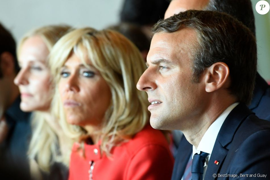 le pr sident emmanuel macron et sa femme brigitte macron trogneux assistent une masterclass. Black Bedroom Furniture Sets. Home Design Ideas