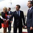 Le chancelier fédéral d'Autriche Christian Kern accueille le président Emmanuel Macron et sa femme Brigitte Macron (Trogneux) à l'aéroport Wolfgang Amadeus Mozart de Salzbourg en Autriche le 23 août 2017. © Bertrand Guay / Pool / Bestimage