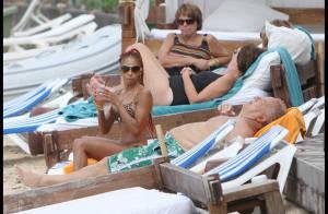 Mia Frye, top sexy en maillot de bain, et... jamais sans son Massimo !