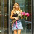 Le mannequin Roosmarijn De Kok, future participante au défilé Victoria's Secret 2017, quitte le GQ de la marque à New York, le 23 août 2017.