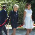 Brigitte Macron (Trogneux), la femme du président de la Roumanie Carmen Iohannis lors de la cérémonie d'accueil du couple présidentiel français au palais Cotroceni à Bucarest le 24 août 2017. © Pierre Perusseau / Bestimage