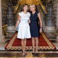Semi Exclusif - Brigitte Macron (Trogneux) visite le musée du palais présidentiel (Cotroceni) avec Carmen Iohannis, la femme du président de la Roumanie à Bucarest le 24 août 2017. © Pierre Perusseau / Bestimage