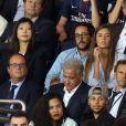 Le président du PSG Nasser Al-Khelaïfi, François Hollande, Thomas Hollande et sa compagne Émiile Broussouloux, Stephen Curry et sa femme Ayesha - Match entre le PSG et Saint-Etienne, au Parc des Princes, à Paris, le 25 Août 2017.