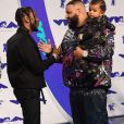 Kendrick Lamar, DJ Khaled et son fils Asahd aux MTV Video Music Awards 2017, au Forum. Inglewood, le 27 août 2017.