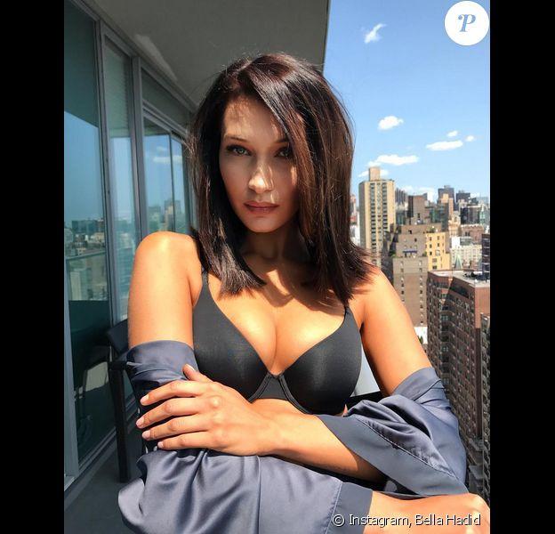 Bella Hadid en lingerie Victoria's Secret à New York. Le 26 août 2017.