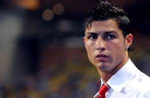 Cristiano Ronaldo : maintenant, il craque pour les blondes (et étudiantes, si possible) ! Regardez !