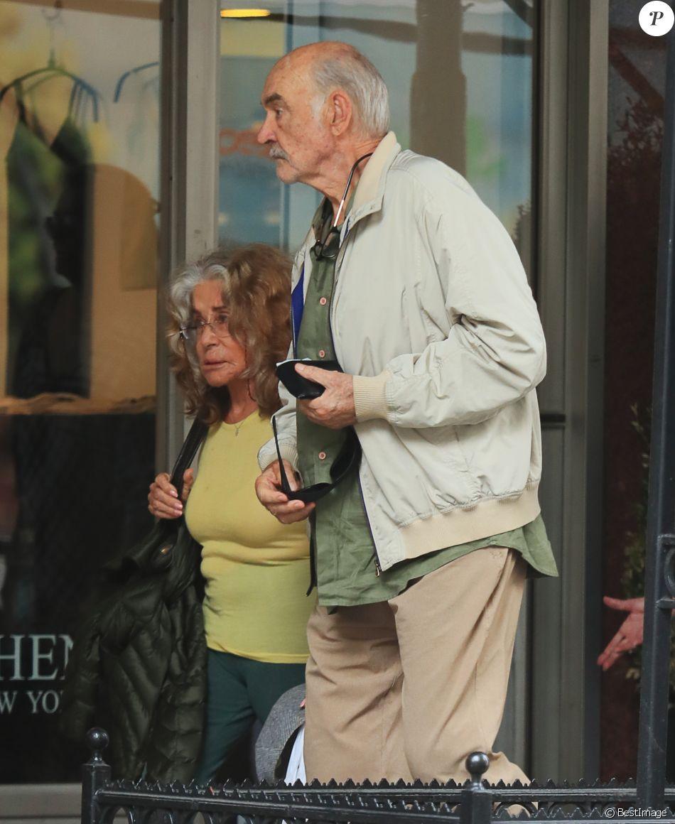Exclusif sean connery et sa femme micheline roquebrune dans la rue exclusif sean connery et sa femme micheline roquebrune dans la rue new york le 30 mai 2017 altavistaventures Gallery