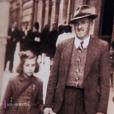 Mireille Darc avec son père Marcel (capture d'écran de l'émission Un jour, un destin)