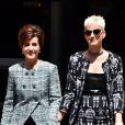 """Katy Perry et sa mère Mary à la sortie du défilé de mode Haute-Couture """"Chanel"""" collection Automne-Hiver 2017/2018 au Grand Palais à Paris, le 4 juillet 2017."""