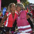 Sylvie Tellier et sa maman Annick prennent part à la randonnée cycliste organisée dans le cadre de l'opération Toutes à Paris, le dimanche 16 septembre 2012.