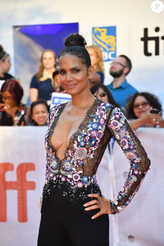 "Halle Berry, dans une tenue Zuhair Murad, à la première de ""Kings"" au Toronto International Film Festival 2017 (TIFF), le 13 septembre 2017. © Igor Vidyashev via Zuma Press/Bestimage"
