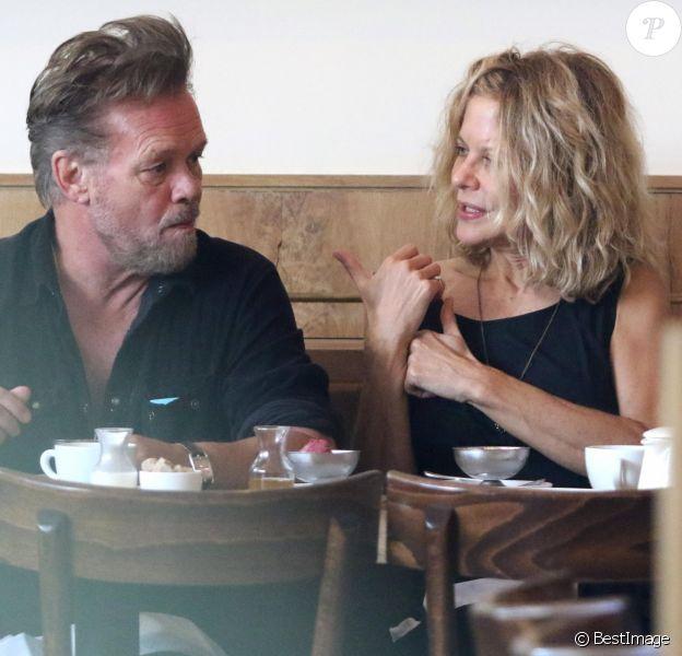 Meg Ryan déjeune avec son compagnon John Mellencamp à New York le 16 septembre 2017. © CPA/Bestimage