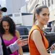 """Iris Mittenaere, Miss France et Miss Univers 2016 et Miss USA Kára McCullough se rendent sur le défilé """"Badgley Mischka"""" lors de la fashion week à New York le 12 septembre 2017."""