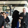 Exclusif - Kris Jenner et sa fille Kendall Jenner, qui se cache, à l'aéroport de Milan, le 23 septembre 2017, pour repartir au lendemain de la participation de Kendall au défilé Versace lors de la Fashion Week.