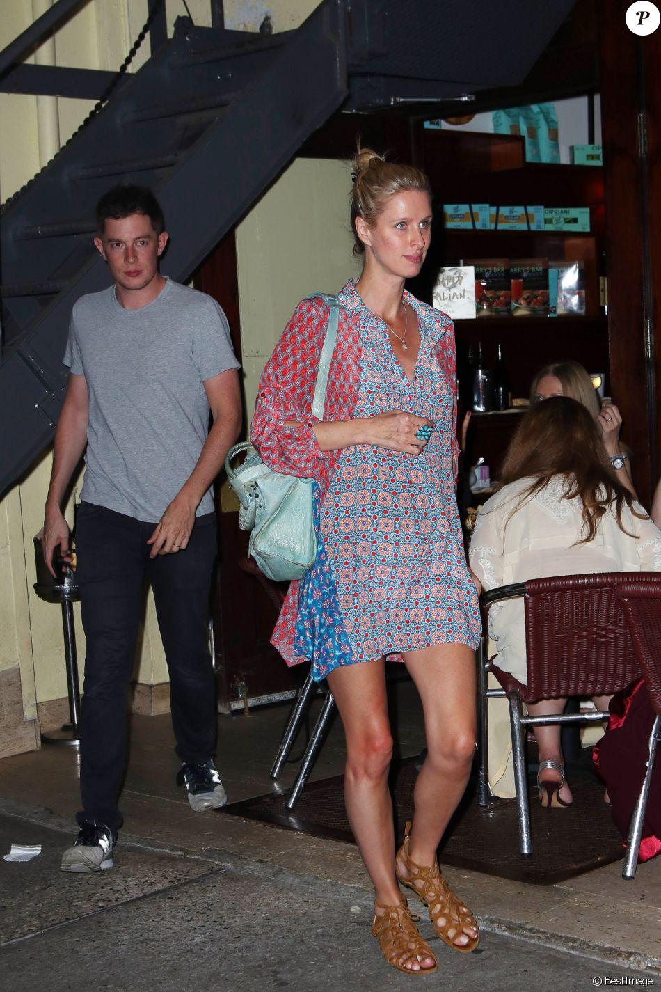 Nicky Hilton, enceinte et son mari James Rothschild lors d'une soirée en amoureux au Socialista dans le quartier de Soho à New York, le 23 septembre 2017.