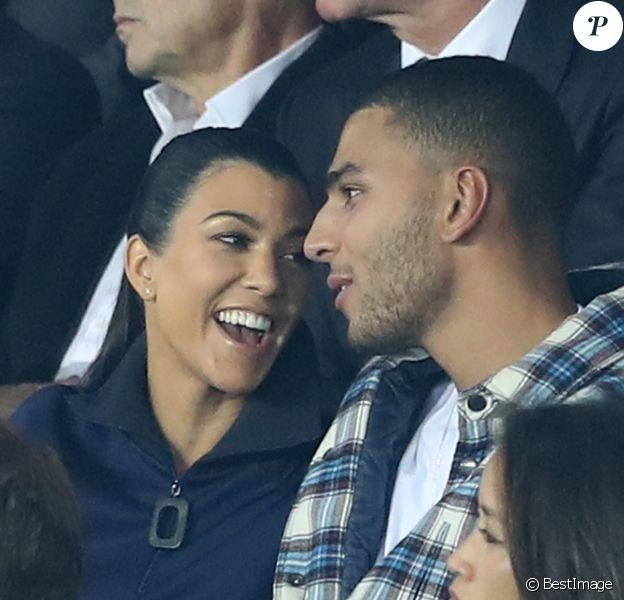 """Kourtney Kardashian et son compagnon Younes Bendjima assistent au match de Champions League """"PSG - Bayern Munich (3-0)"""" au Parc des Princes à Paris, le 27 septembre 2017. © Cyril Moreau/Bestimage"""