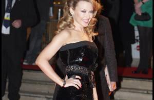 Kylie Minogue : ravissante sur tapis rouge... mais toujours seule !