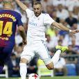 """""""Javier Mascherano et Karim Benzema. Finale de la Supercoupe d'Espagne """"Real Madrid - FC Barcelone"""" au stade Santiago Bernabeu à Madrid, le 16 août 2017."""""""