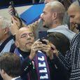 M. Pokora (Matt Pokora) et Pascal Obispo - People au match de football France-Biélorussie au Stade de France à Saint-Denis le 11 octobre 2017. © Cyril Moreau/Bestimage
