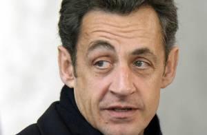 Nicolas Sarkozy : la crise économique lui donne... très mal à la tête ! Regardez !