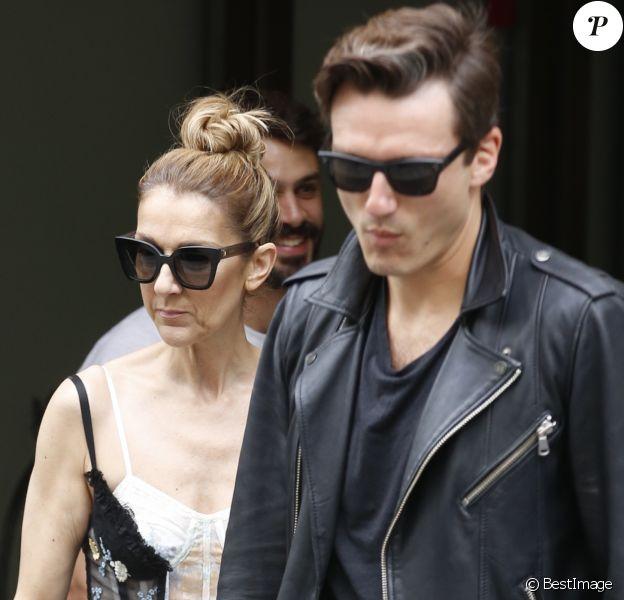 """Exclusif  - Céline Dion et son danseur Pepe Munoz quittent l'hôtel Royal Monceau et se rendent dans les salons de la boutique """"Schiaparelli"""" sur la place Vendôme à Paris le 1er aout 2017."""