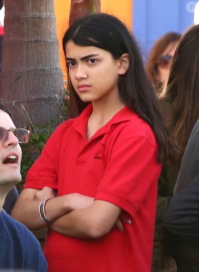 Exclusif - Blanket Jackson (le fils de Michael Jackson) se promène avec des amis sur la jetée de Santa Monica à Santa Monica, le 26 mai 2016.