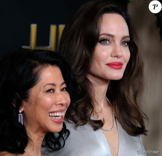 Loung Ung et Angelina Jolie à la 21ème soirée annuelle des Hollywood Film Awards à Los Angeles, le 5 novembre 2017. © Chris Delmas/Bestimage