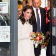 """La duchesse Catherine de Cambridge, enceinte, quitte le Hornset Road Children Centre à Londres le 14 novembre 2017."""