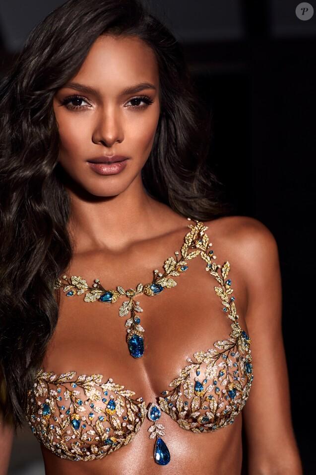 """Lais Ribeiro portera le """"Champagne Nights Fantasy Bra"""" lors du défilé Victoria's Secret 2017."""