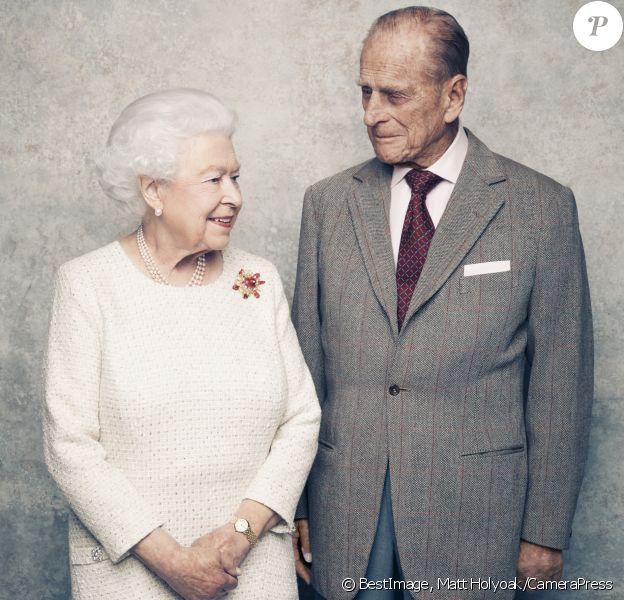 La reine Elizabeth II et le prince Philip, duc d'Edimbourg, photographiés le 18 novembre 2017 au château de Windsor par Matt Holyoak à l'occasion de leurs noces de platine (70 ans de mariage), anniversaire célébré le 20 novembre. © Matt Holyoak/CameraPress/BestImage